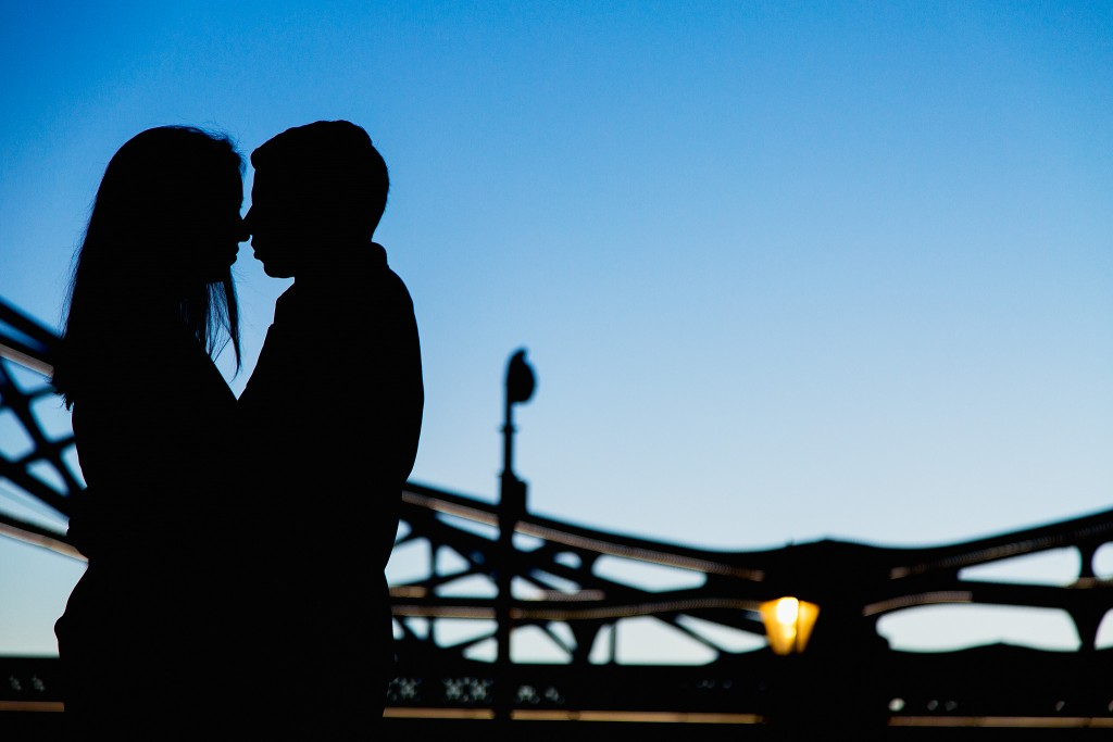 Silhouette of a couple in love next to Tower Bridge in London