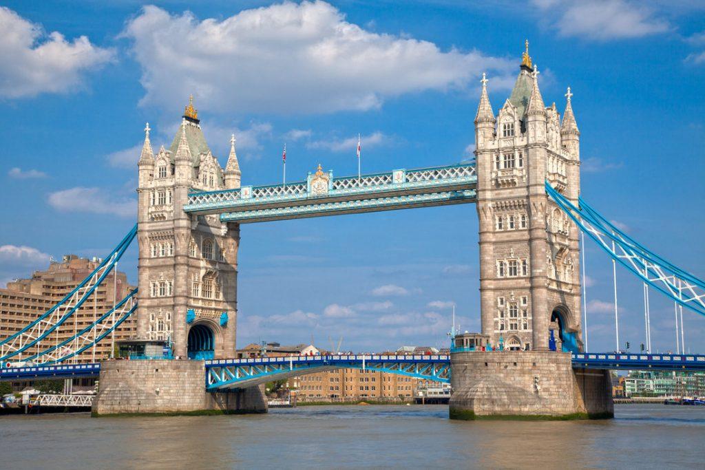 Proposing on Tower Bridge