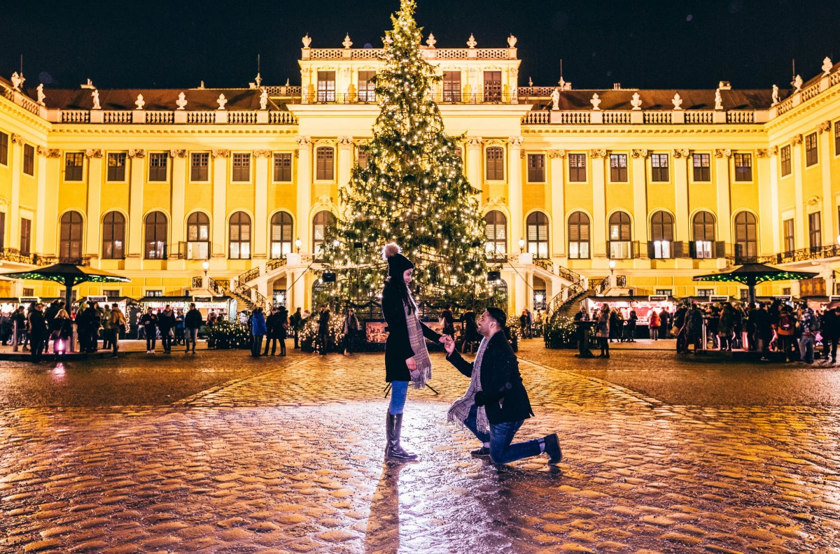 Christmas Tree Proposal | The Most Romantic Christmas Proposal Ideas