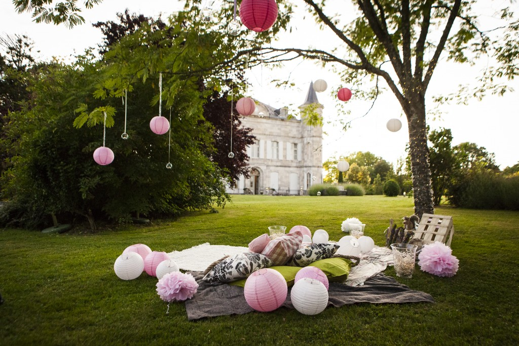 Proposal Experts The Proposers plan a romantic picnic proposal at a French Chateau
