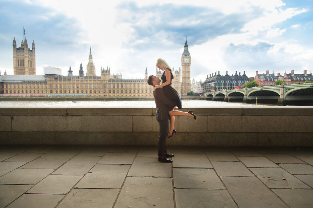 couple in front of the houses of parliament